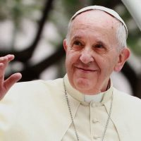 Papa: nunca colocar fora a comida que sobra, reutilizar ou doar a quem precisa