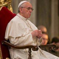 Papa: o serviço a Deus se expressa também no serviço aos irmãos