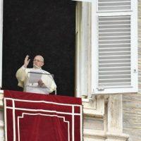 Papa Angelus: matrimônio é amor e fidelidade, mas a Igreja está próxima das situações de crise