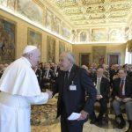 Papa aos cientistas: convencer os governantes do desarmamento nuclear